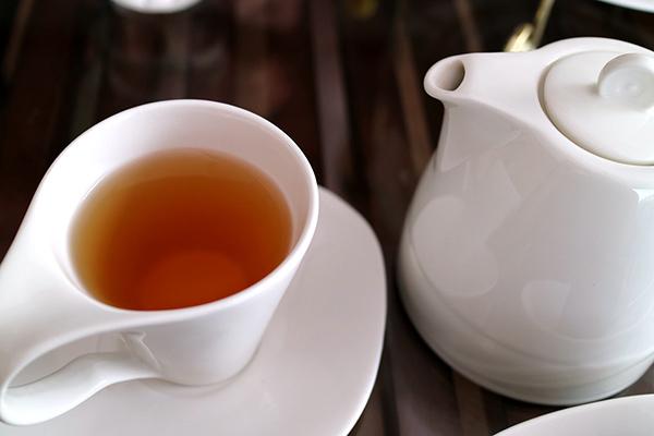 ウーロン茶とティーポット